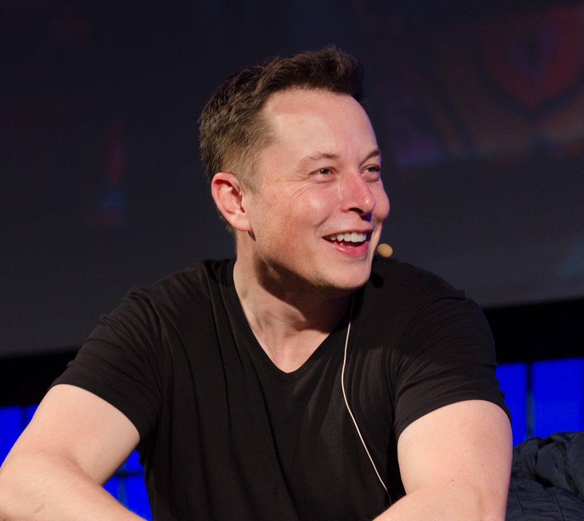 Musk sprzedał miotacze ognia za 5 mln dolarów
