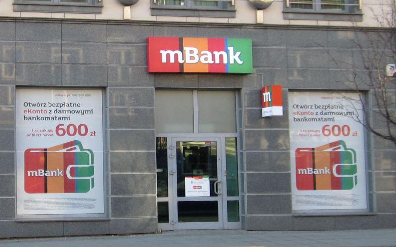 Nowości w ofercie mBanku. Zmiany w rachunkach i opaska płatnicza