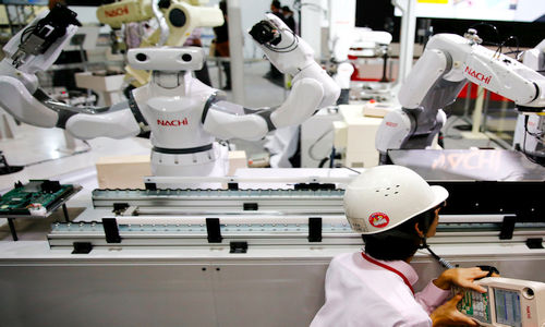 Źródło: techinsider.io. Tak roboty pracują w japońskich fabrykach.