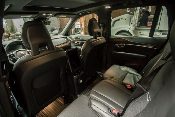 """Źródło: techcrunch.com. """"Centrum dowodzenia"""" w bezzałogowym Volvo."""