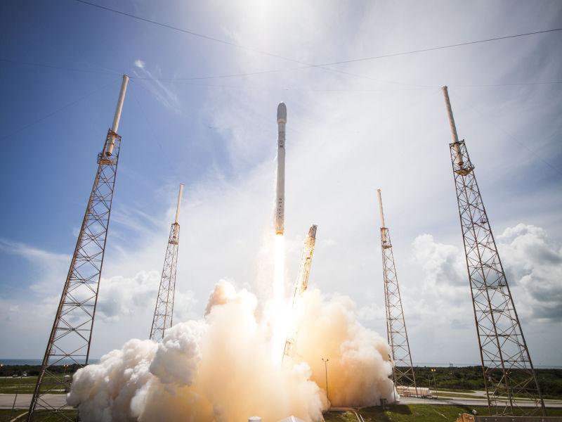 Falcon 9 -rakieta od SpaceX wystartowała po raz pierwszy od września zeszłego roku. Loty na Marsa wydają się niezagrożone.