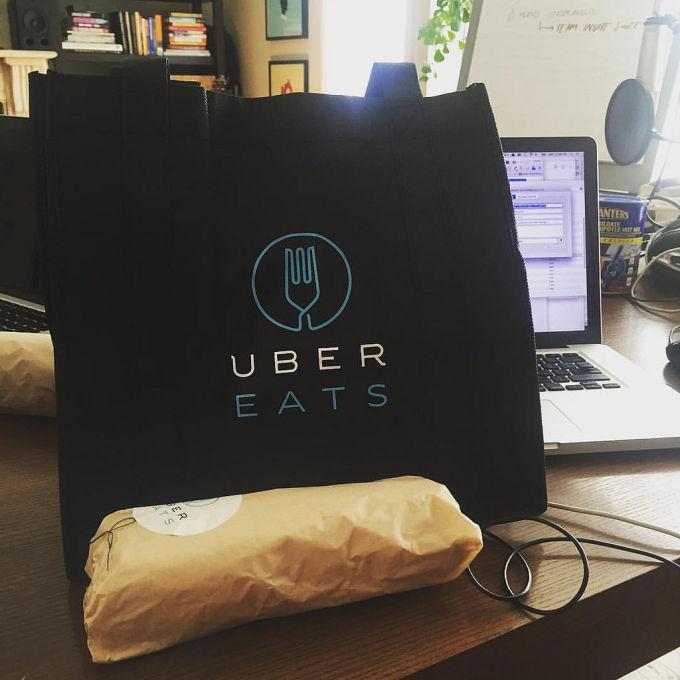UberEats szuka kierowców. Usługa już niedługo startuje w Warszawie.