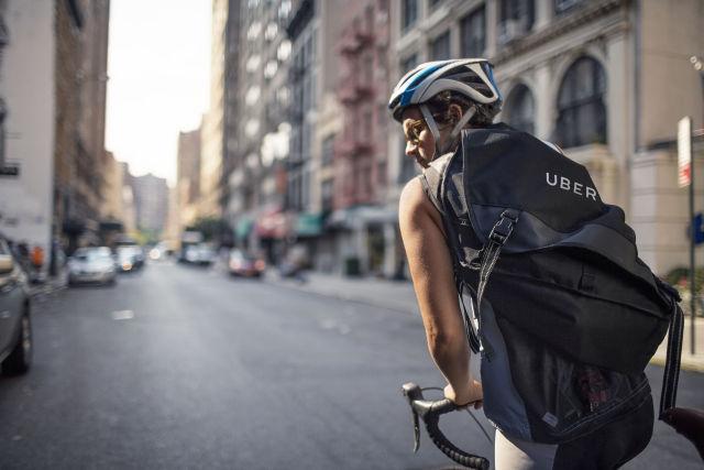 Plusem UberEats na pewno jest możliwość rozwożenia jedzenia za pomocą rowerów.