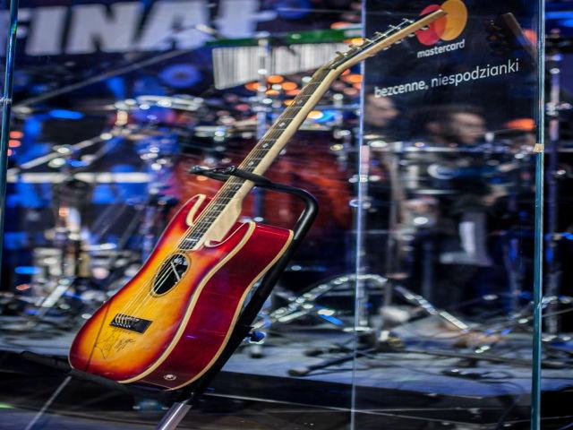 Oryginalna gitara Micka Jaggera przekazana przez Mastercard na licytacje WOŚP.