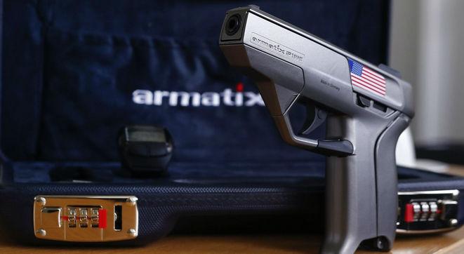 Tak wygląda projekt Kaia Kloepfera - pistolet zabezpieczany biometrycznie Armatix iP1.
