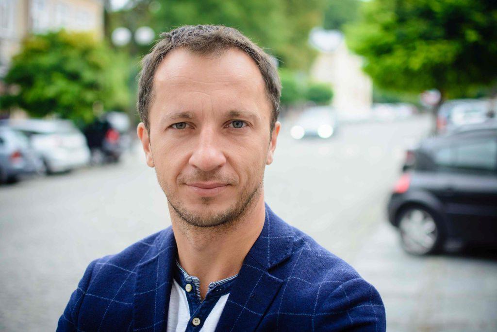 Bartosz Michałek - założyciel iniJob, pierwszego serwisu ułatwiającego komunikację między pracodawcą a pracownikiem.