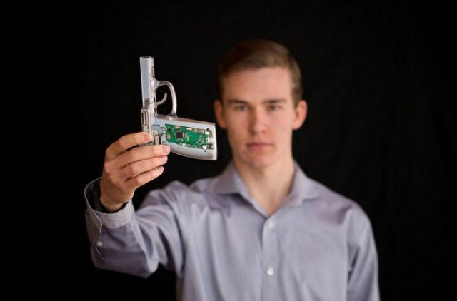 W USA pomysł broni zabezpieczanej biometrycznie spotkał się z silnym przeciwem.