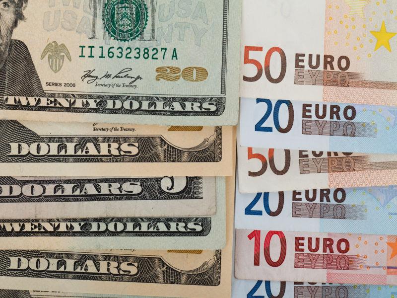 Dolar przestał się umacniać, natomiast euro stopniowo zwyżkuje. Jaka przyszłość czeka obie waluty?