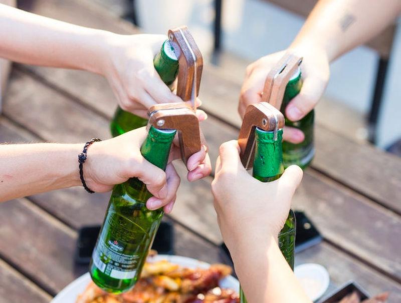 BOx smart-otwieracz do piwa w grupie.