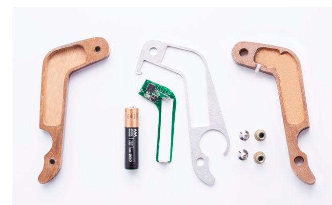 BOx smart-otwieracz rozłożony na części.