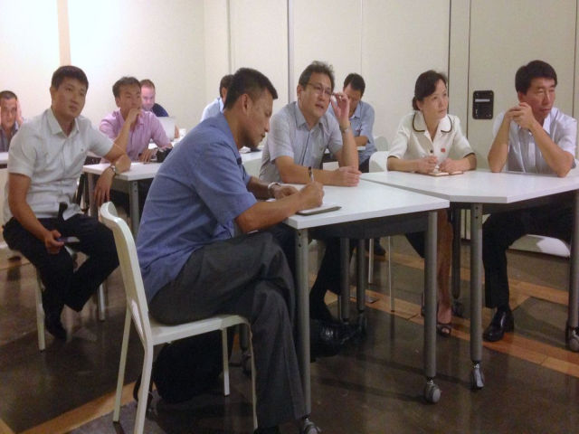 Koreańczycy z Północy w Singapurze na spotkaniu zdobywają wiedzę o działalności startupów