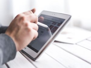 Cyfrowa transformacja jest priorytetem dla połowy menadżerów badanych przez Forbesa i Hitachi.
