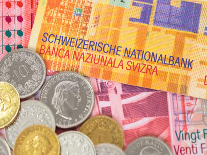 Zmniejsza się liczba kredytów we frankach. Analiza BIK.