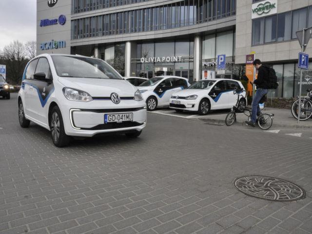 Elektrycznym samochodem od Energi mogą na razie poruszać się tylko przedstawiciele firm z nią współpracujących.