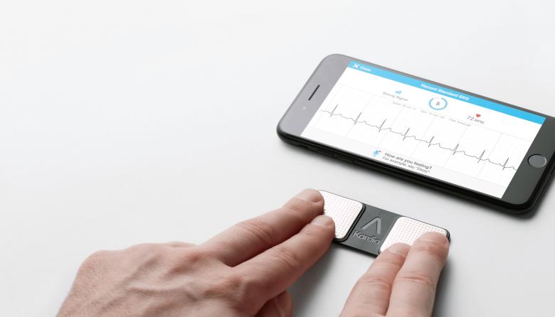 AliveCor Kardia - naklejka na smartfona i aplikacja, która monitoruje rytm pracy naszego serca.