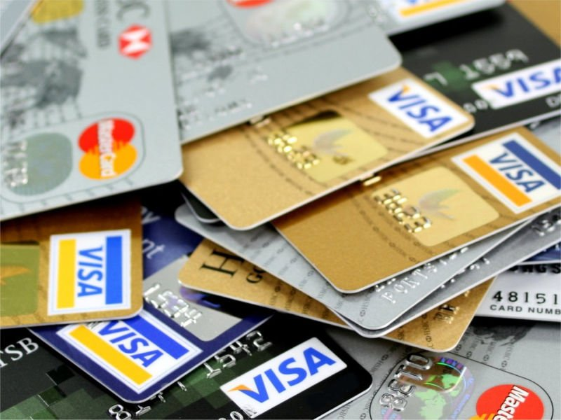 Polacy noszą w portfelach ponad 41 mln kart płatniczych