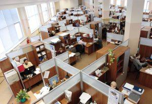 Pracownicy coraz częściej rzucają papierami.