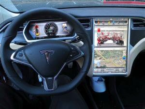 Tesla więcej zarabia i notuje większe straty.