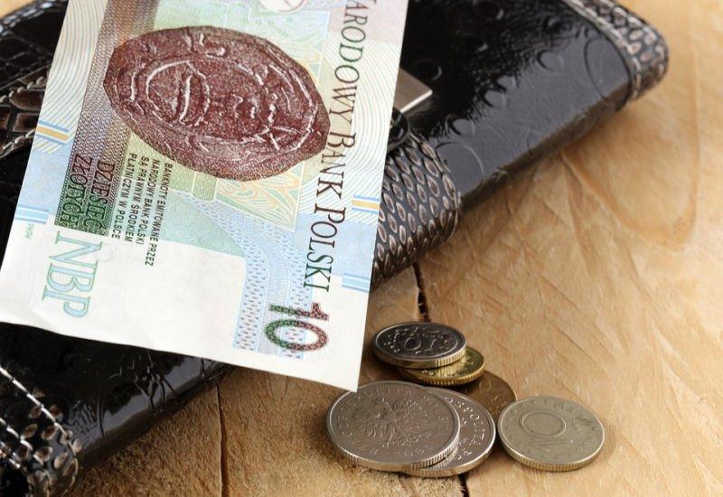 Polacy wciąż kredytują podstawowe potrzeby – jak temu zaradzić?