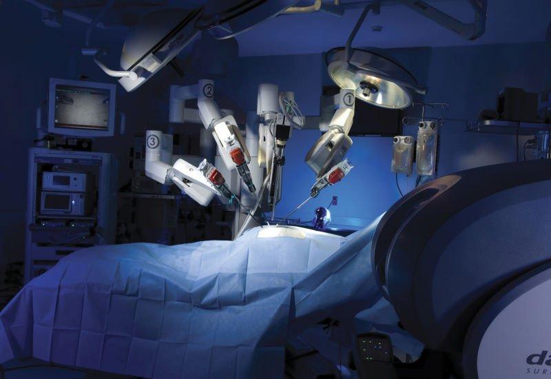 Robot na sali operacyjnej? Być może, ale nie w banku