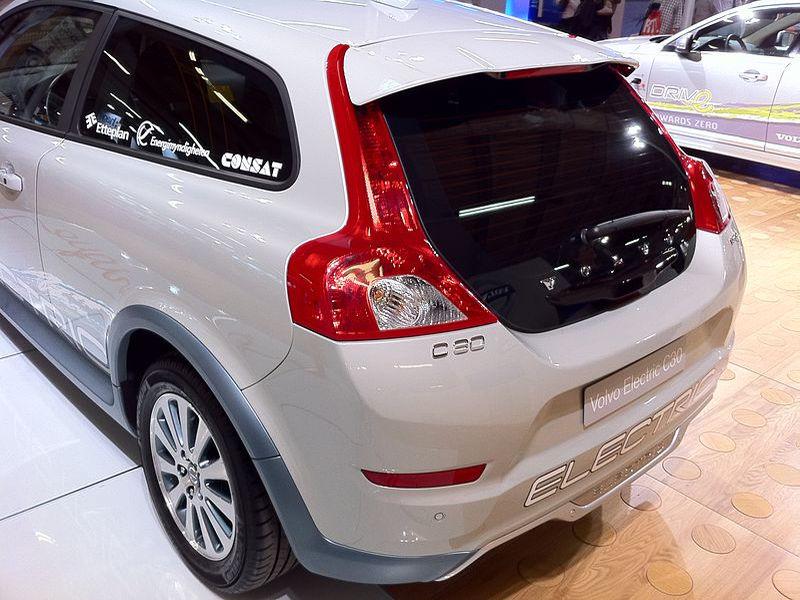 Volvo kontratakuje. Od 2019 roku tylko silniki elektryczne.