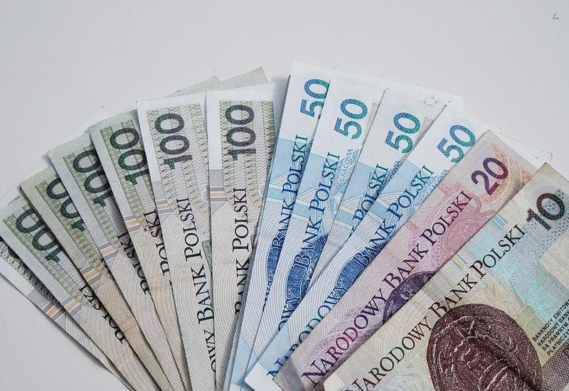 Koronawirus odbiera pracę i pustoszy portfele Polaków
