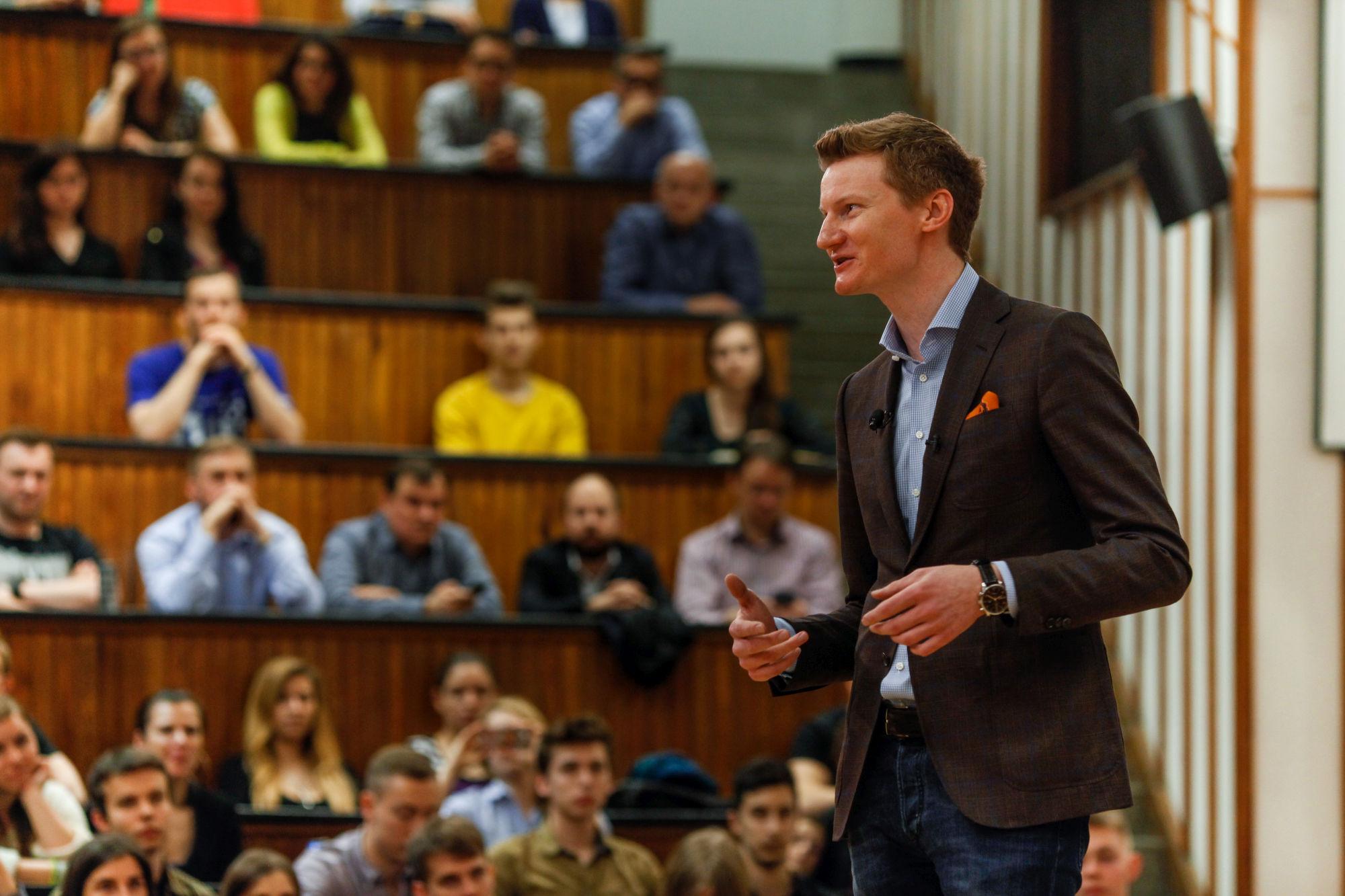 Loukas Notopoulos podczas wykładu na SGH.