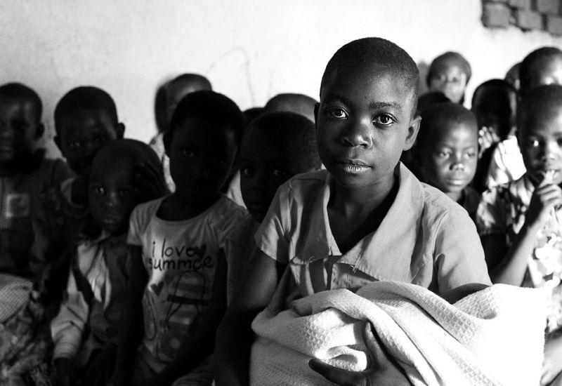 Płacąc z Mastercard możemy pomagać głodującym dzieciom w Afryce.