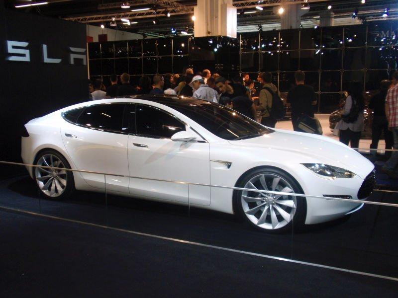 Tesla pomoże w łapaniu przestępców