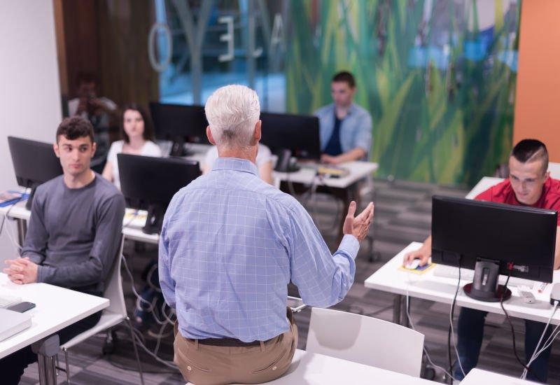 Zmiany na uczelniach wyższych dotkną branżę IT – czy specjalistów będzie jeszcze mniej?