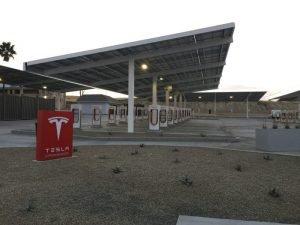 Nowa stacja ładowania od Tesli - największa w USA.