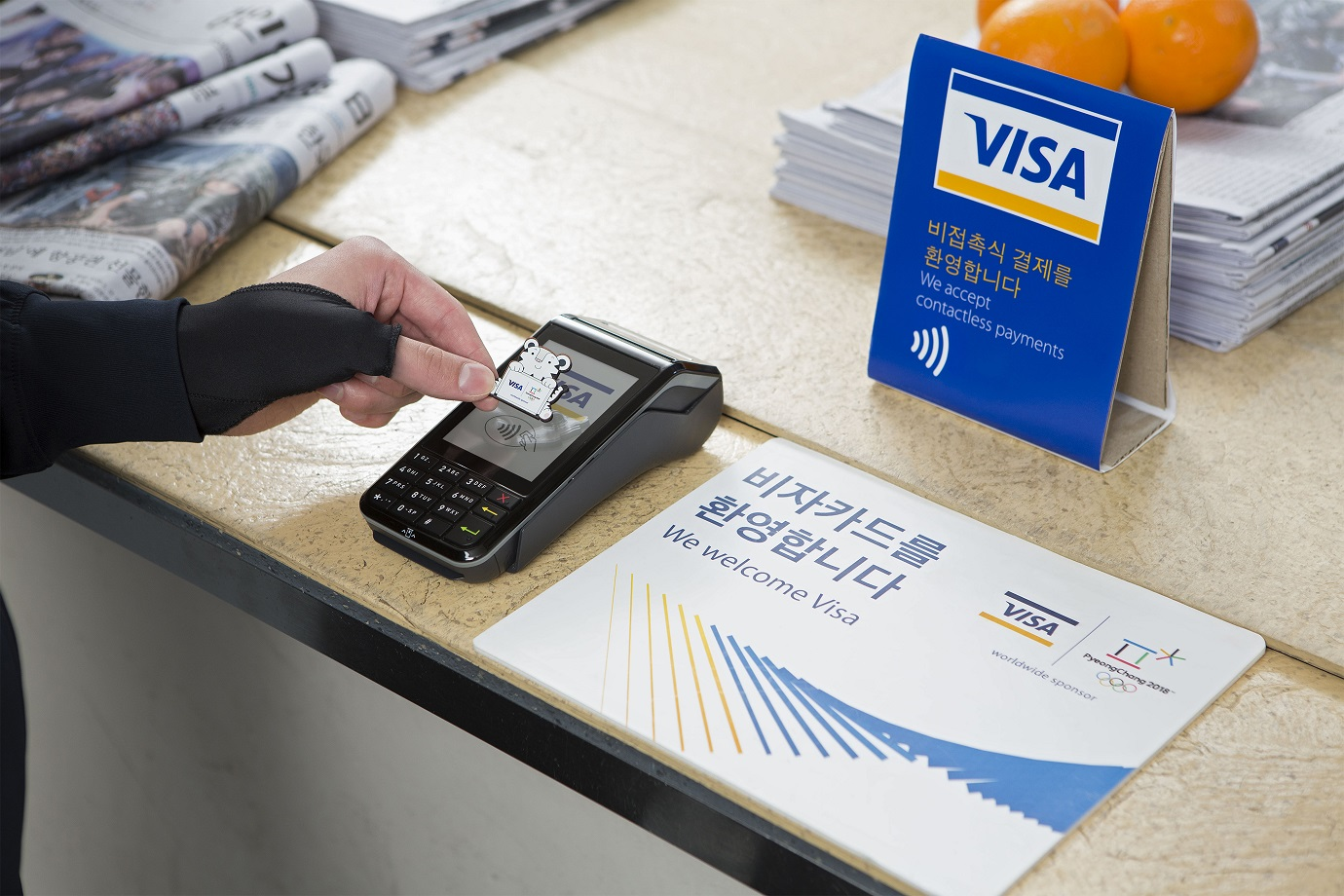 Platnicze urzadzenie ubieralne Visa_przypinka