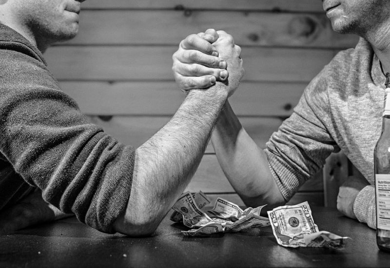 Jak banki mają zarabiać na darmowych przelewach P2P?