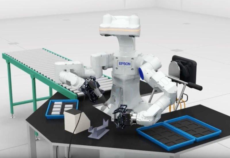 """Inteligentny robot o """"ludzkich dłoniach"""" zrewolucjonizuje produkcję elektroniki?"""