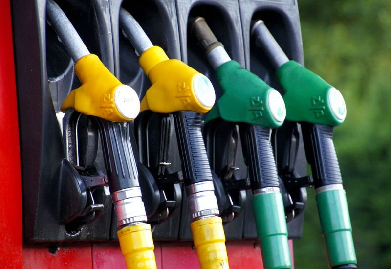 Noworoczne podwyżki cen paliw, ale mogło być gorzej