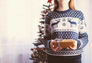 Prezenty świąteczne kupimy głównie w Internecie. Ile będą kosztowały