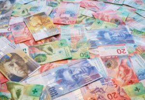 Czy warto przewalutować kredyt?