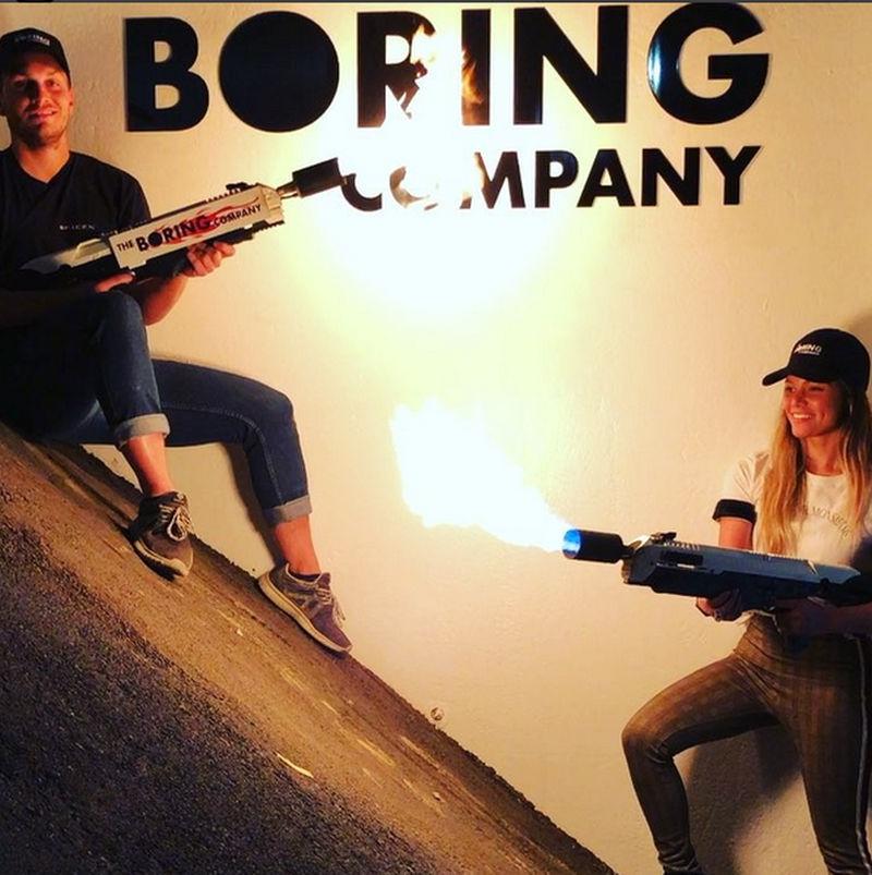 Boring Company Elona Muska sprzedaje miotacze ognia