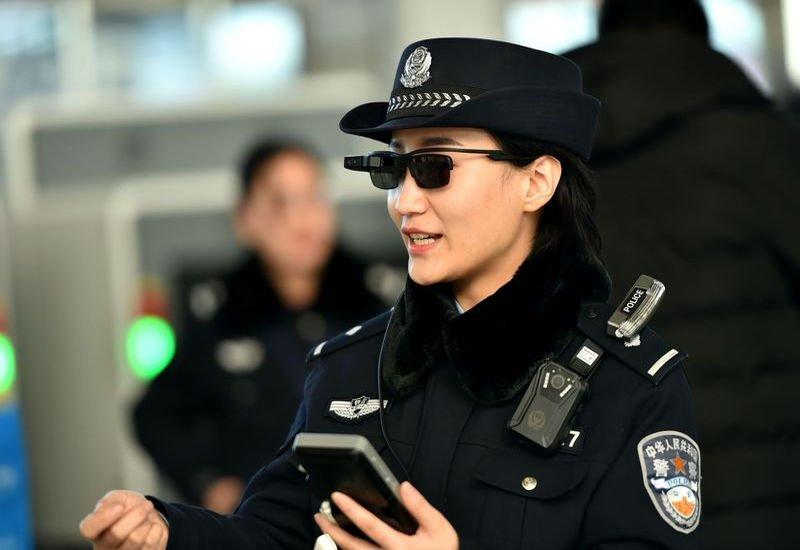 Policja w Chinach otrzymała okulary z funkcją rozpoznawania twarzy.