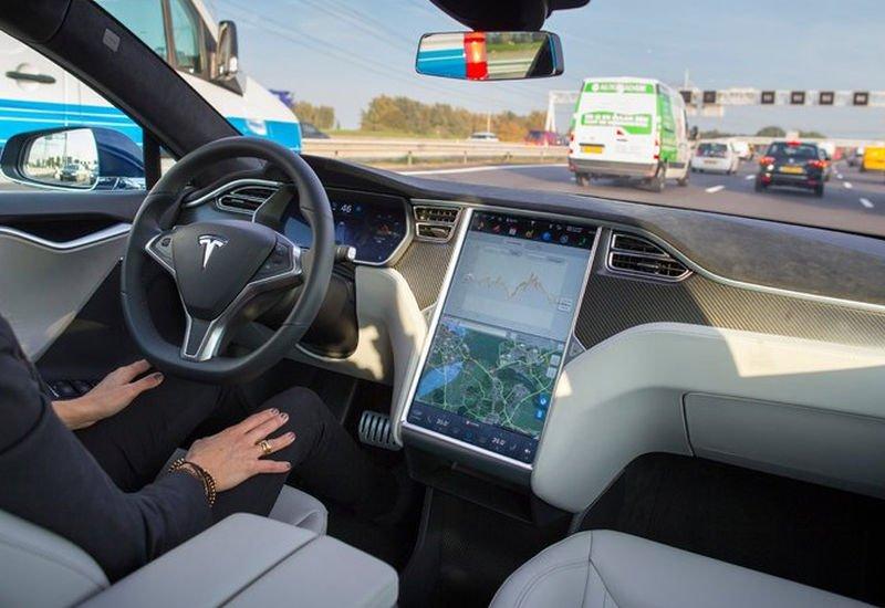 Już za 3 miesiące w pełni autonomiczny samochód od Tesli ma przemierzać Stany Zjednoczone. Z Los Angeles do Nowego Jorku bez kierowcy?