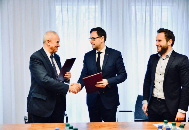 Krzysztof Tchórzewski i Daniel Obajtek podpisali list intencyjny w sprawie przejęcia Grupy Lotos przez PKN Orlen.
