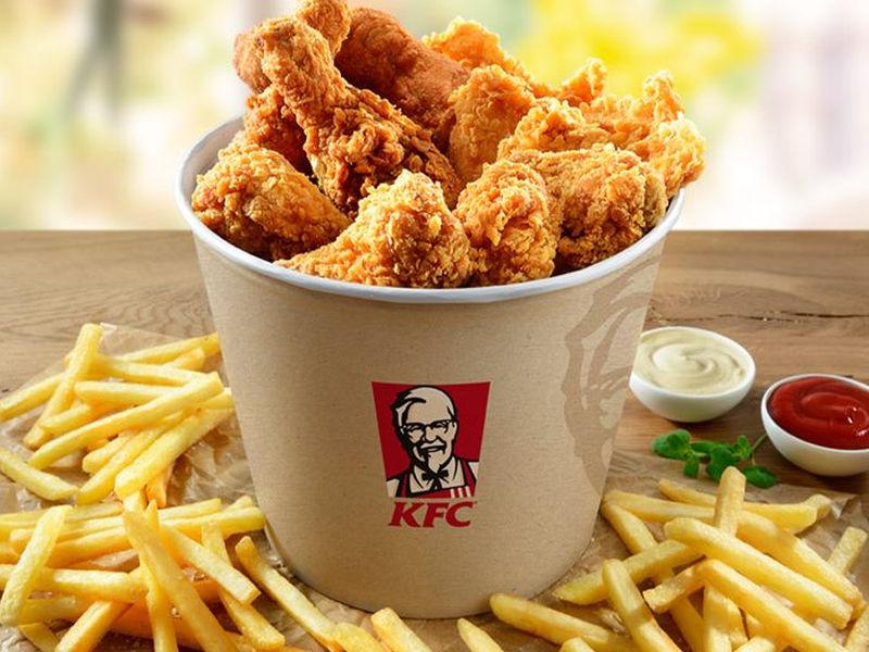 """""""Zamów i odbierz w restauracji. Przeskocz kolejkę"""" - nowa funkcja w aplikacji KFC."""