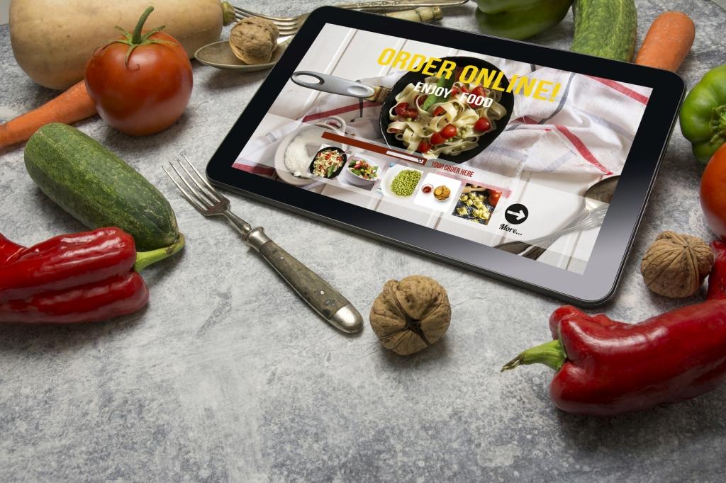 Kiedyś przez telefon, teraz online - tak zamawiamy jedzenie