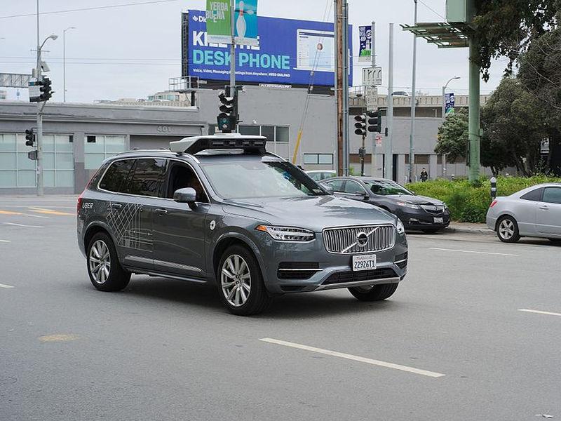 Uber musi przerwać testy samochodów bez kierowcy