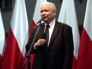 Lider PiS obniża poselskie pensje