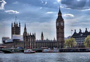 Problemy na Wyspach - 8 mln Brytyjczyków nie poradziłoby sobie bez gotówki