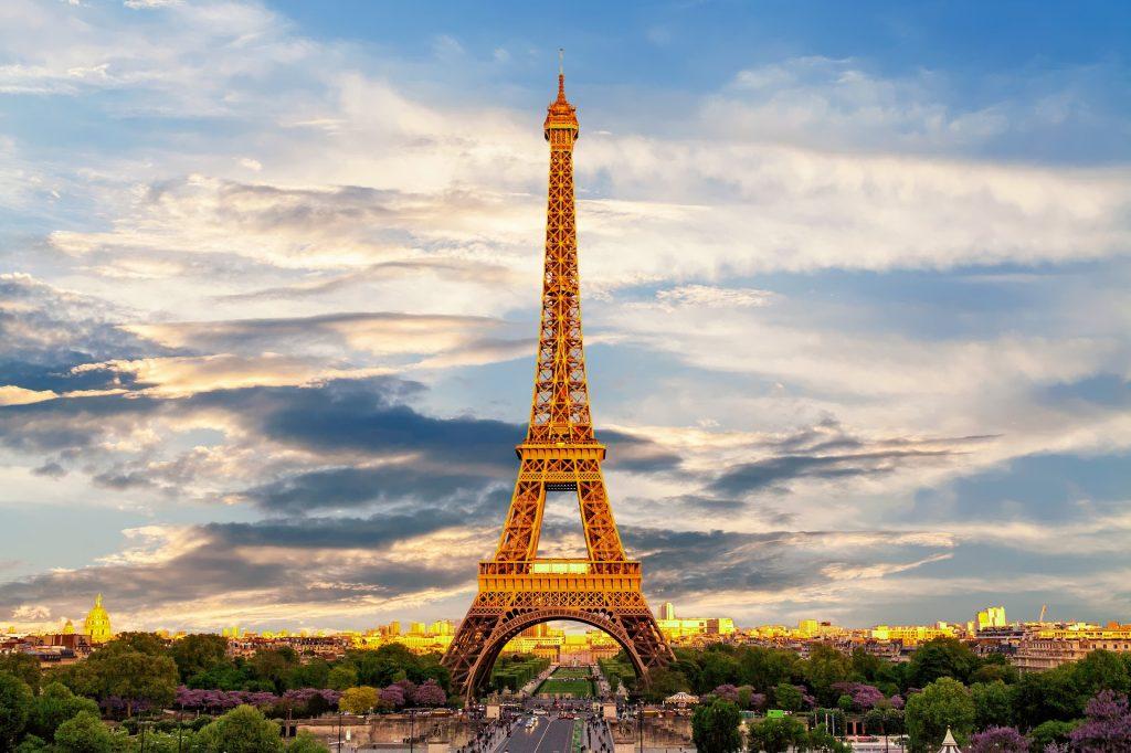 Francuskie banki i płatności mobilne P2P