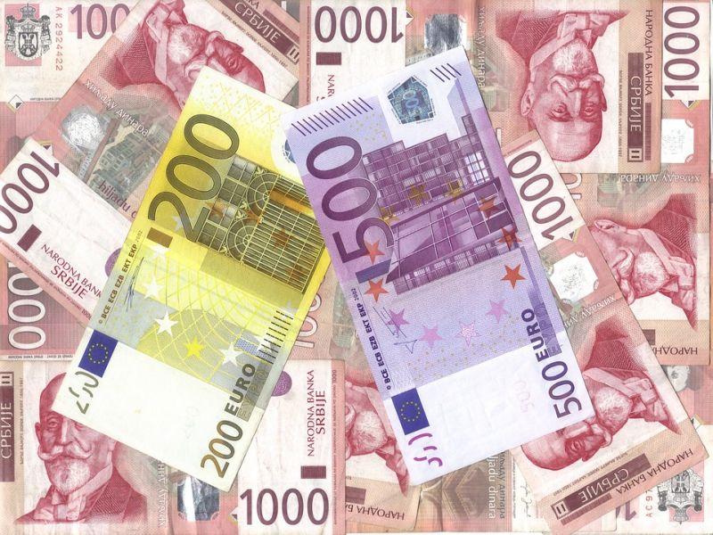 Firmy importowe szukają źródła taniej waluty