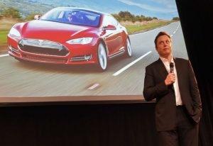 Tesla wychodzi na prostą - zapewnia Elon Musk