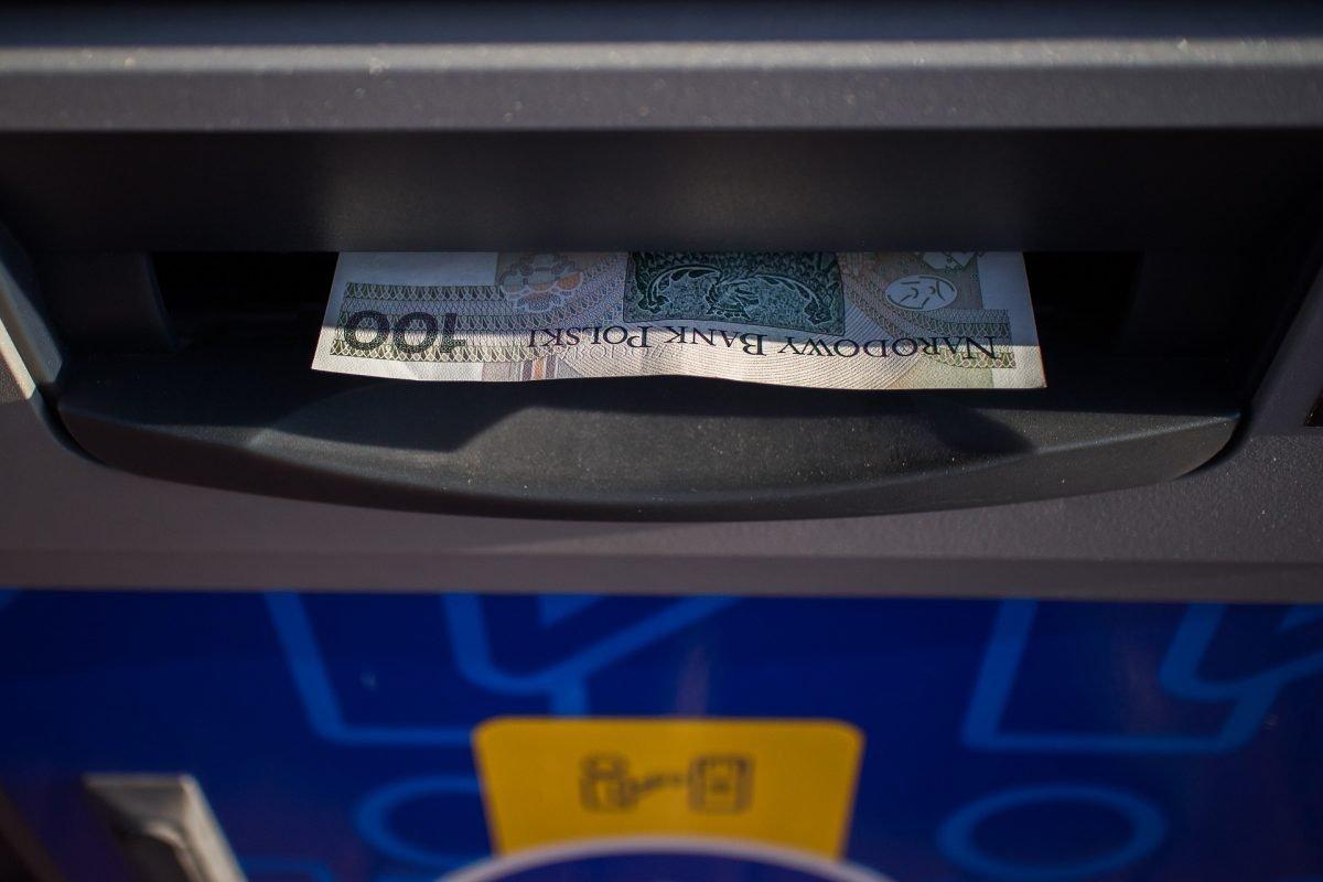Euronet udostępnia przekazy pieniężne na Ukrainę